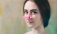 Foto: Latviešu māksliniece iemūžina skaistumkopšanas dīvainības un gūst ievērību prestižā fotokonkursā