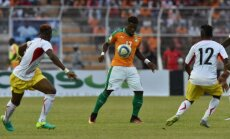 Ivory Coast Serge Aurier with Mali Moussa Doumbia (R)
