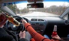 Jelgavas novadā iereibis šoferis ietriecas kokā