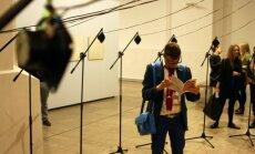 Foto: Atklāta vērienīgā tehnoloģiju pilnā mākslas izstāde 'Lauki'