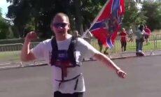 Latvijas krievs Dublinā noskrējis pusmaratonu ar 'Jaunkrievijas' karogu
