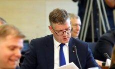 Nesamierinoties ar deputātu vietu sadalījumu komitejās, RD opozīcija nakts vidū pamet sēdi