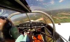 Video: Lidmašīnai augstu gaisā nokrīt propelleris