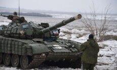 Kaujas Debaļcevē: separātisti pastiprina spēkus un uzbrūk ar tankiem un bruņumašīnām