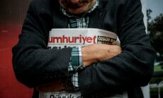 Turcijas policija aizturējusi opozīcijas laikraksta valdes priekšsēdētāju
