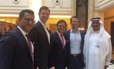 Abi Trampa vecākie dēli piedalās golfa kluba atklāšanā Dubaijā