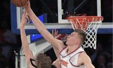 Video: Porziņģis ar diviem 'dankiem' un bloku iekļūst NBA dienas TOP 10
