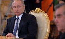 Putins, pat slimodams, turpinātu strādāt, paziņo Peskovs