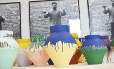 Amerikāņu mākslinieks sadauza miljonu dolāru vērtu Ai Veiveja vāzi