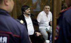 Žurnālistes Poļitkovskas slepkavībā apsūdzētajiem piespriež mūža ieslodzījumu