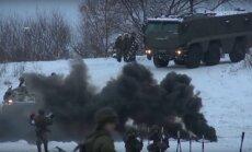 Video: Kā krievu karaspēks pārvar aizsalušo Okas upi