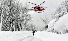 Oficiāli apstiprināts: lavīnas apraktajā viesnīcā Itālijā bezvēsts pazuduši 23 cilvēki