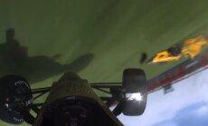 Video: Cīņā par uzvaru šaušalīgu avāriju piedzīvo 'IndyCar' piloti
