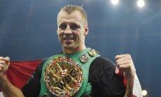 Briedis smagā cīņā saglabā WBC čempiona titulu un iekļūst Boksa Supersērijas pusfinālā