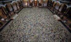 6000 ķeblīši un krabju kaudze uz grīdas: Ai Veiveja izstāde Berlīnē