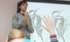 Ornitologs Viesturs Ķerus skolēnus iedvesmo vērot