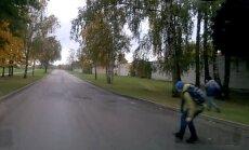 """Читатель: """"Родители, научите детей переходить дорогу при выходе из автобуса"""" (+ видео)"""