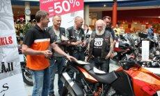 Pelnīta uzvara: Kā pasniedza balvu 'Latvijas Gada motocikls'