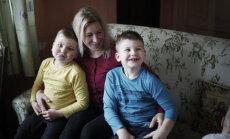 Četru bērnu mamma cer uz atbalstu ar autismu slimo dēlu atveseļošanā