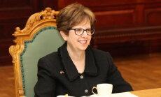 ASV vēstniece Latvijā saglabās savu amatu