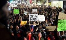 ASV turpinās protesti pret Trampu