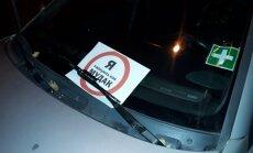 Foto: Rīgā uzradušies pareizas parkošanās sargi