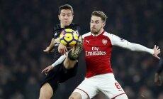 Mančestras 'United' aizraujošā grandu duelī pārspēj Londonas 'Arsenal'