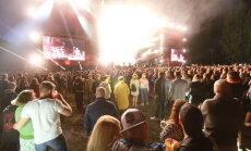 Ar enerģiskiem koncertiem noslēdzas 'Positivus' festivāla pirmā diena. Teksta tiešraides arhīvs