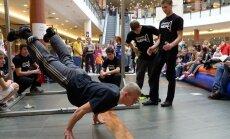 Latvijas labākie ielu vingrotāji sacentīsies 'O!Kartes' čempionātā Grīziņkalnā