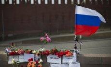 Laikraksts: Izmeklētāji noskaidrojuši Ņemcova slepkavu apbruņotāju