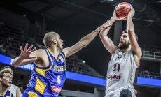 Latvijas basketbolisti pēdējā ceturtdaļā aptur zviedru uzbrukumu un gūst uzvaru
