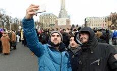Foto: Pie Brīvības pieminekļa piketē pret imigrāciju