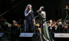 Foto: Dziesmā un mūzikā piemin Baltijas ceļa 25.gadskārtu