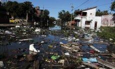Foto: Plūdu dēļ Argentīnā evakuēti 12 000 cilvēku