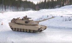 Video: 'Abrams' tanki un amfībijas driftē pa Norvēģijas ledu