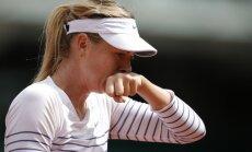 Šarapova noliek 'French Open' čempiones pilnvaras, zaudē arī Kvitova