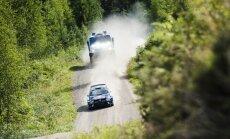 Video un foto: 'VW Polo WRC' pret Dakaras 'kamazu' slavenākajā Somijas rallija tramplīnā