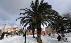 Dienas ceļojumu foto: Apsnigušas palmas un minareti - Stambula pēc sniega vētras