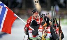 Biatlonists Bē atnes Norvēģijai zeltu jauktajā stafetē; Latviju apdzen par apli
