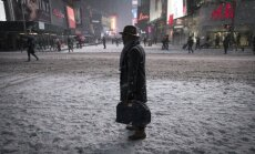 ASV ziemeļaustrumus piemeklē sniega vētra