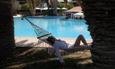 Kipras uzņēmējs aicina palīdzēt krievu tūristiem, ļaujot apmaksāt pakalpojumus ar rubļiem
