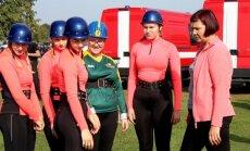 Foto: Jelgavā spraigi aizvadītas VUGD sacensības 'Brašais ugunsdzēsējs'