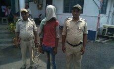 Indijā izvarota un aizdedzināta vēl viena meitene