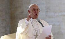 Katoļus nedrīkst spiest reģistrēt homoseksuāļu laulības, teic pāvests