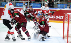 Latvijas hokeja izlase pagarinājumā piekāpjas Šveicei un piedzīvo septīto zaudējumu pārbaudes spēlēs