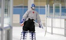Latvijas hokeja izlase pēc mača ar ASV trenējas sešu spēlētāju sastāvā
