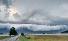 """ФОТО: Читательница сняла необычное природное явление - """"волну из облаков"""""""