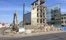 ФОТО: На улице Мукусалас сносят многоэтажное здание
