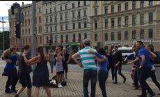 Улыбки и море позитива - зажигательная сальса в центре Риги (+ видео)