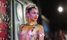 ФОТО, ВИДЕО: На церемонии MTV знаменитости показали все свои прелести